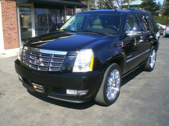 Used cadillac escalade for sale for Used car motor mall gr