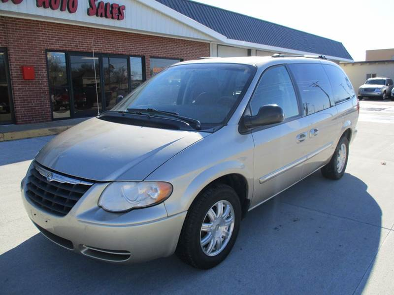 Edens Auto Sales >> 2005 Chrysler Town And Country Touring 4dr Extended Mini Van In Valley Center KS - Eden's Auto Sales