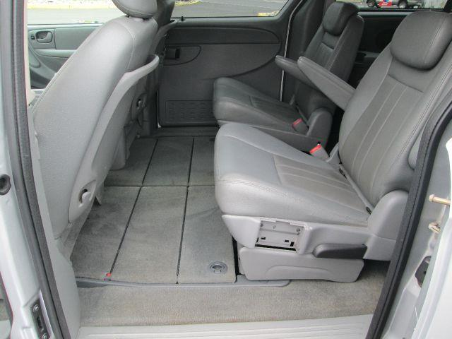 2006 Chrysler Town and Country for sale in Levittown PA