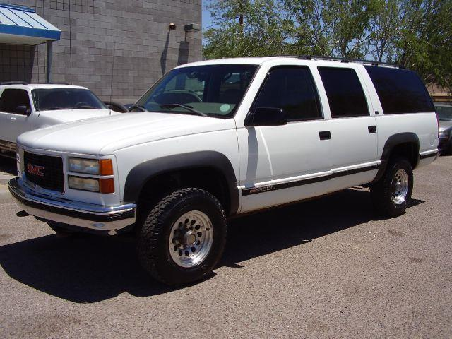 1995 GMC SUBURBAN K2500 4DR 4WD SUV white 454 cubic inch motor 34 ton chassis 4x4 white in color