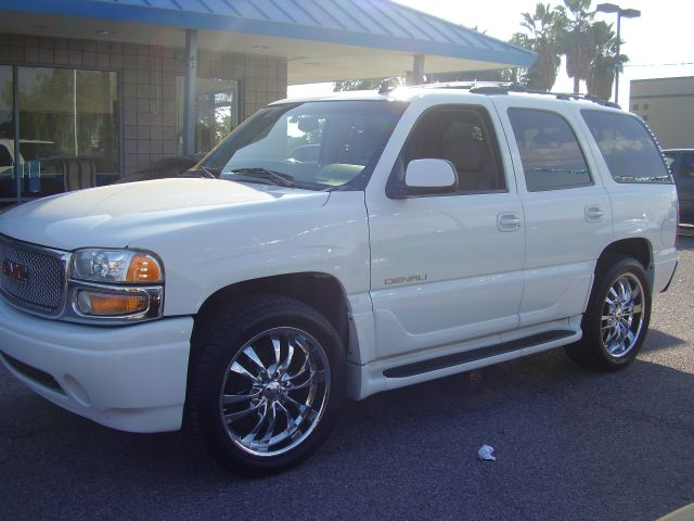 2006 GMC YUKON DENALI AWD 4DR SUV white abs - 4-wheel active suspension adjustable pedals - powe