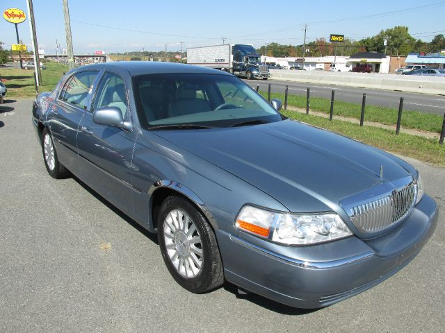 2004 Lincoln Town Car for sale in CHARLOTTE NC