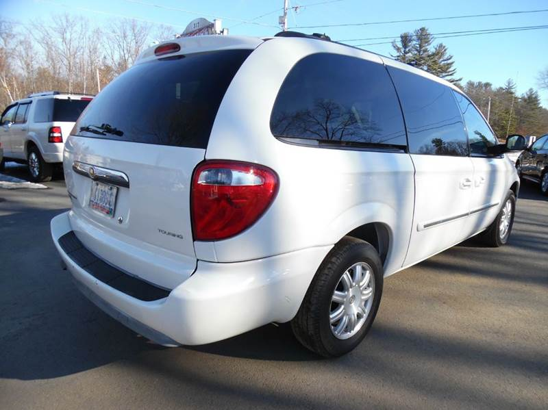 2006 chrysler town and country touring 4dr extended mini for Lewis motor sales brentwood nh
