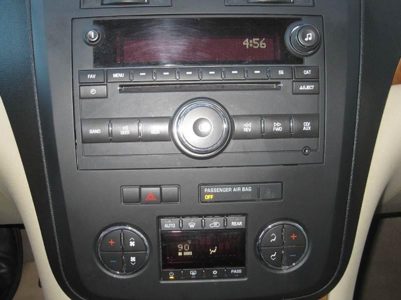 2009 Saturn Outlook AWD XR 4dr SUV - Pontiac MI