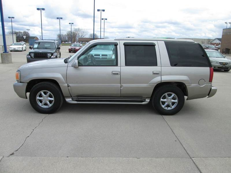 2000 Cadillac Escalade 4dr 4wd Suv In Fort Dodge Ia Fort