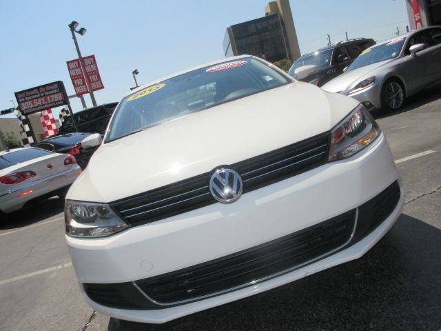 2013 VOLKSWAGEN JETTA SE 4DR SEDAN 6A white all power equipment on this vehicle is in working ord