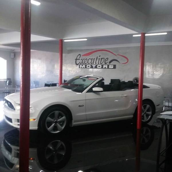 2013 FORD MUSTANG GT PREMIUM 2DR CONVERTIBLE white executive motors is a family owned and operated