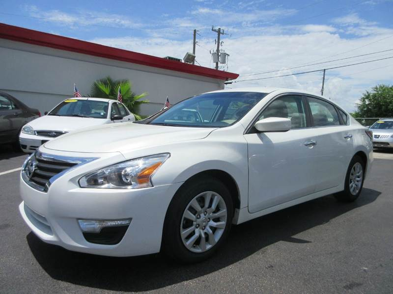 2014 NISSAN ALTIMA 25 S 4DR SEDAN white executive motors is a family owned and operated dealershi