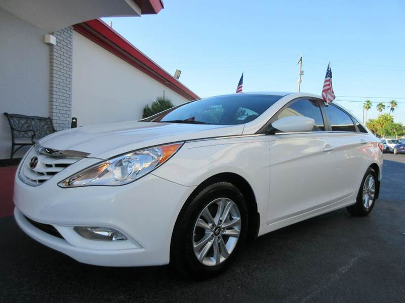 2013 HYUNDAI SONATA GLS 4DR SEDAN white executive motors is a family owned and operated dealership