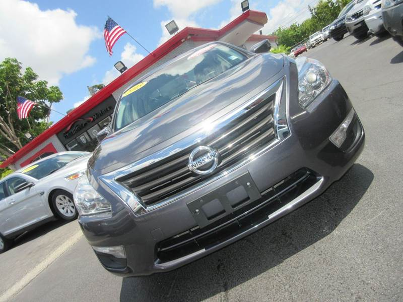 2013 NISSAN ALTIMA 25 S 4DR SEDAN silver all electrical and optional equipment on this vehicle ha