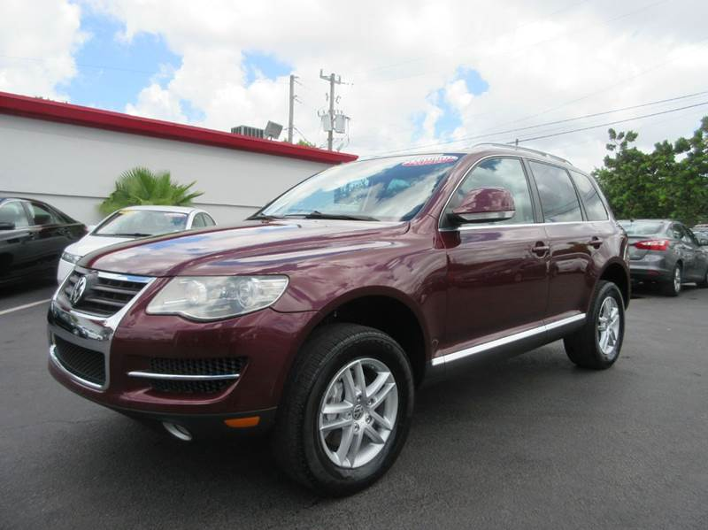 2008 VOLKSWAGEN TOUAREG 2 VR6 FSI AWD 4DR SUV burgundy executive motors is a family owned and ope