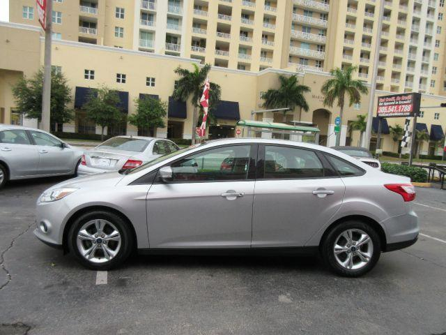 2013 FORD FOCUS SE 4DR SEDAN silver all power equipment is functioning properly  no defects  the