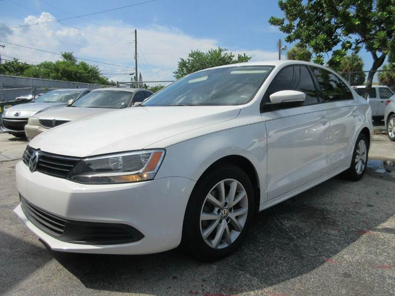 2012 VOLKSWAGEN JETTA SE 4DR SEDAN 6A W CONVENIENCE A white executive motors is a family owned a