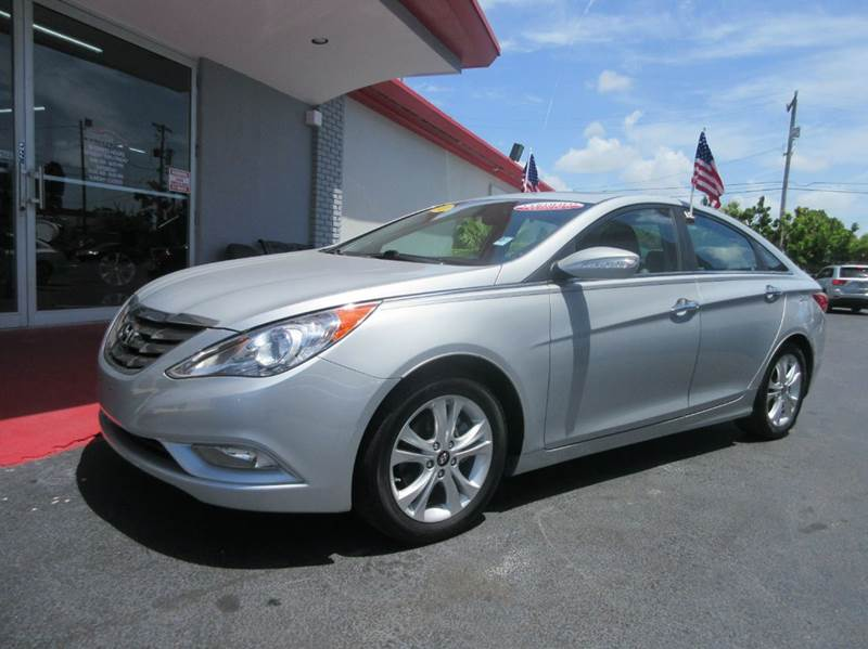 2011 HYUNDAI SONATA LIMITED PZEV 4DR SEDAN 6A silver executive motors is a family owned and operat
