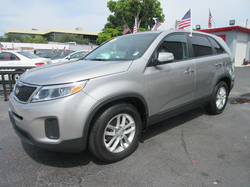 2014 KIA SORENTO LX 4DR SUV you wont find any electrical problems with this vehicle  there are no