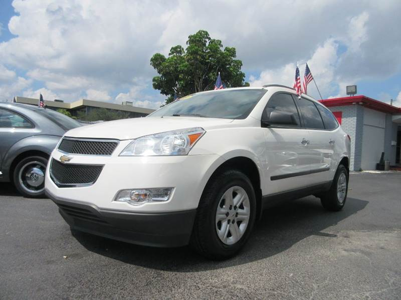 2011 CHEVROLET TRAVERSE LS 4DR SUV white this 2011 white chevy traverse with clean beige leather