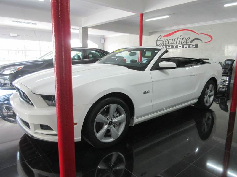 2013 FORD MUSTANG GT 2DR CONVERTIBLE white love american muscle then this is the car for you th