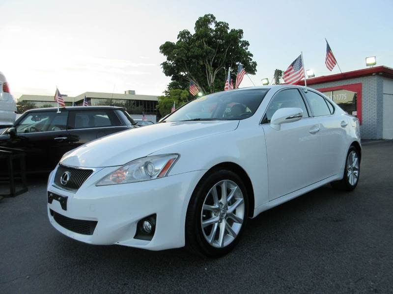 2011 LEXUS IS 250 BASE 4DR SEDAN 6A white this 2011 lexus is250 comes equipped with a white exter