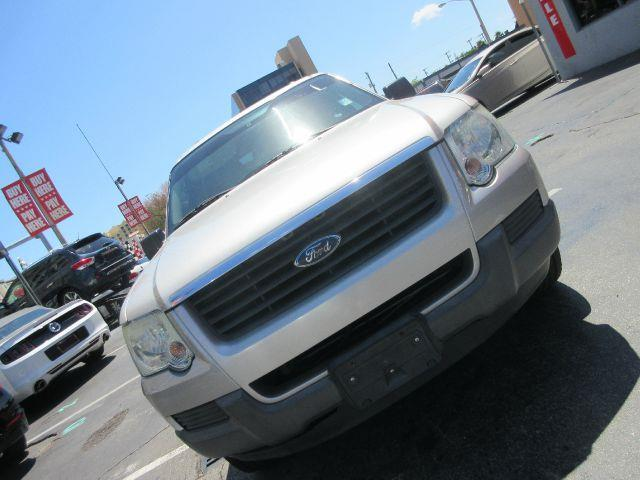 2006 FORD EXPLORER XLS 4DR SUV silver there are no electrical problems with this vehicle  this v