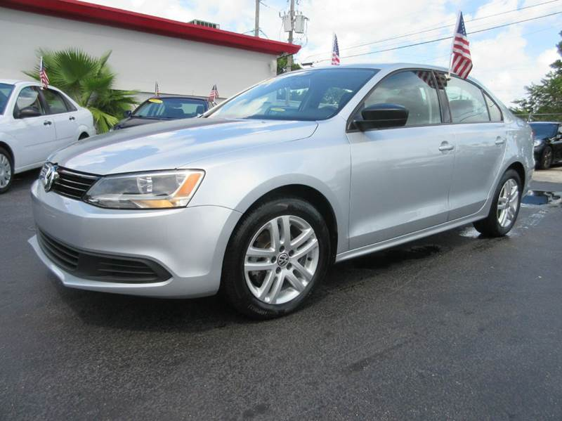 2014 VOLKSWAGEN JETTA S 4DR SEDAN 6A silver this silver 2014 jetta with black interior is show roo