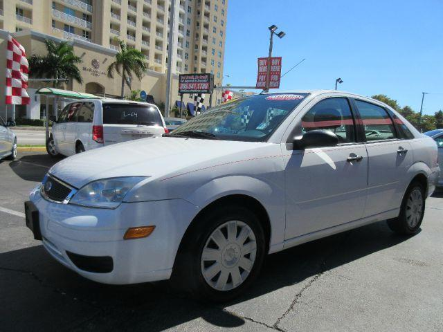 2005 FORD FOCUS ZX4 SE 4DR SEDAN white all power equipment on this vehicle is in working order