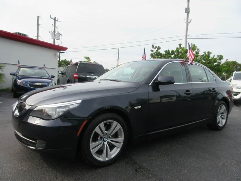 2009 BMW 5 SERIES 528I 4DR SEDAN blue the bmw 528i is a step up for a 3 series with is bigger bo