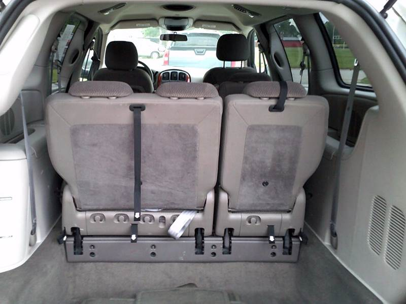 2005 Chrysler Town and Country LX 4dr Extended Mini-Van w/ Front, Rear and Third Row Head Airbags - Adel IA