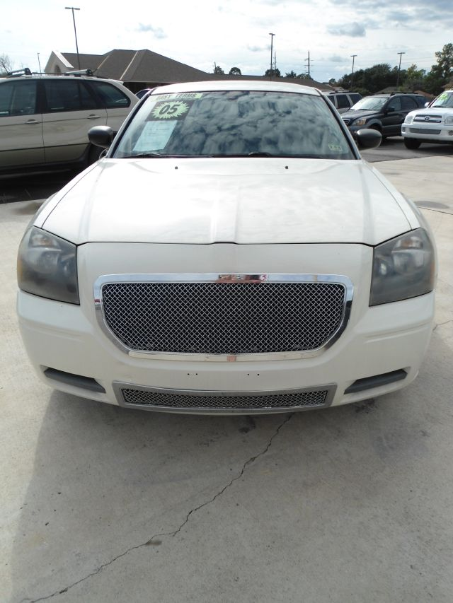 2005 DODGE MAGNUM SE 4DR WAGON white down payment 2500  excel motors offers an extensive inventor