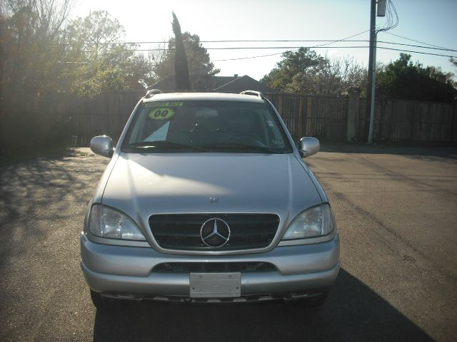 2000 MERCEDES-BENZ M-CLASS ML320 silver down payment 1000  excel motors offers an extensive inven
