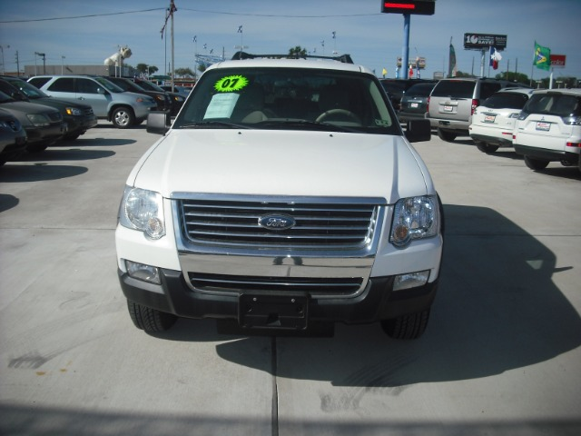 2007 FORD EXPLORER XLT 40L 4WD white down payment 2000  excel motors offers an extensive invento