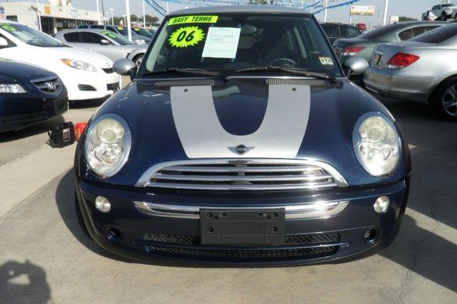 2006 MINI COOPER 2DR HATCH blue down payment 2000  excel motors offers an extensive inventory of