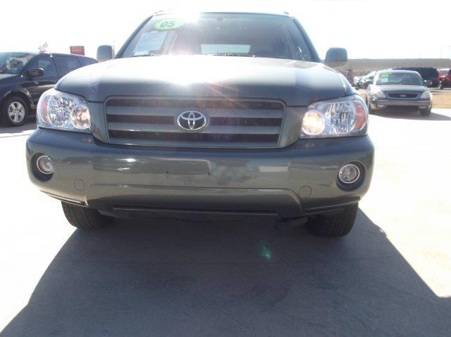 2005 TOYOTA HIGHLANDER green down payment 2500  excel motors offers an extensive inventory of qua