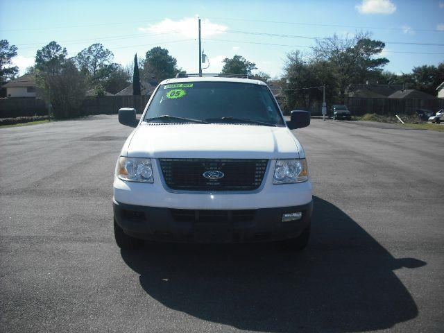 2005 FORD EXPEDITION XLT 2WD white down payment 1500  excel motors offers an extensive inventory