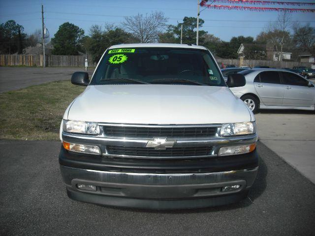 2005 CHEVROLET SUBURBAN 1500 2WD white down payment 2000  excel motors offers an extensive invent
