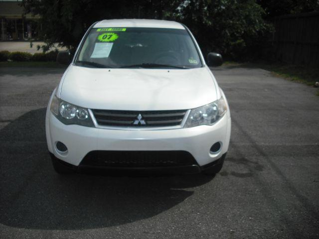2007 MITSUBISHI OUTLANDER ES 2WD white down payment  2000  excel motors offers an extensive inven