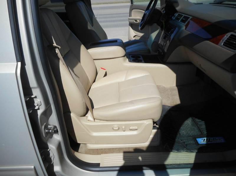 2009 Chevrolet Suburban 4x4 LT 1500 4dr SUV w/ 2LT - Aberdeen SD