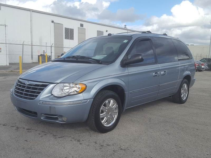2005 chrysler town and country limited 4dr extended mini van in miami fl citgo auto sales. Black Bedroom Furniture Sets. Home Design Ideas