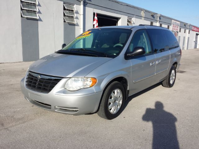 2005 chrysler town and country touring 4dr ext minivan in miami hialeah pembroke pines citgo. Black Bedroom Furniture Sets. Home Design Ideas