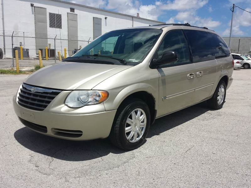 2005 chrysler town and country touring 4dr extended mini van in miami fl citgo auto sales. Black Bedroom Furniture Sets. Home Design Ideas
