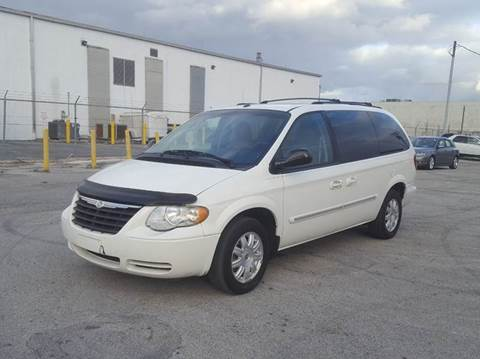 2007 Chrysler Town and Country for sale in Miami, FL