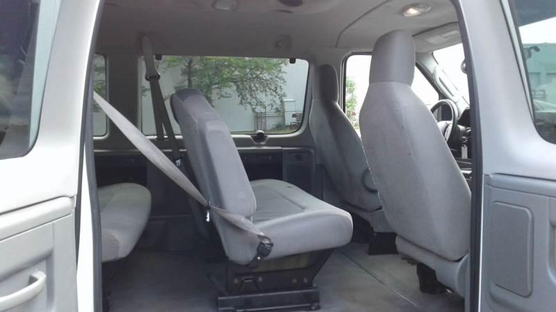 2011 Ford E-Series Wagon E-350 SD XLT 3dr Passenger Van - East Bridgewater MA