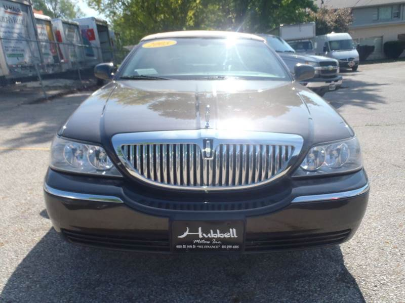 2005 Lincoln Town Car Signature Limited 4dr Sedan - Des Moines IA
