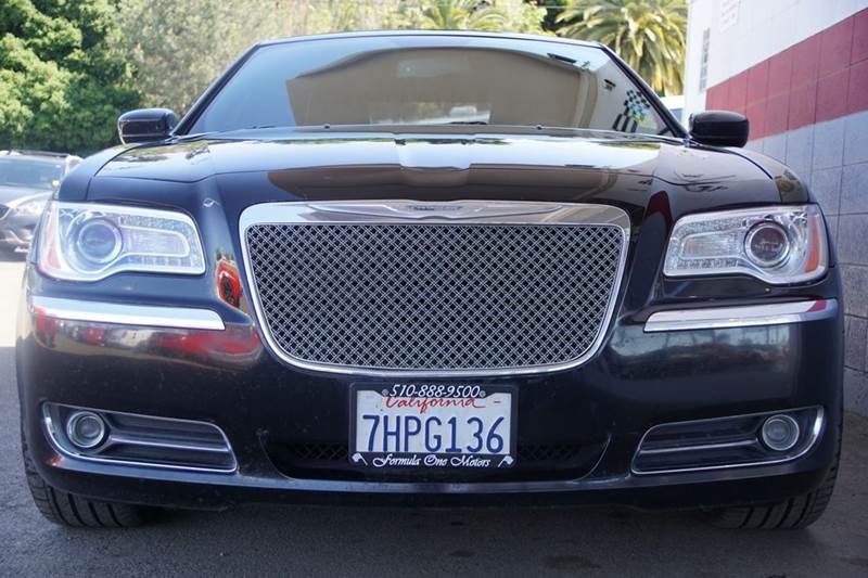 2014 CHRYSLER 300 C 4DR SEDAN gloss black proudly announce your arrival in our exquisite low mile