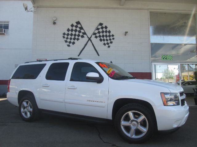 2008 CHEVROLET SUBURBAN LT 1500 4X2 SUV white this is a super clean chevrolet suburban perfect f