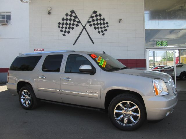 2009 GMC YUKON XL DENALI 4X2 4DR SUV champagne fully loaded leather - moon roof - navigation