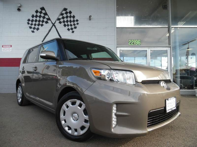 2013 SCION XB BASE 4DR WAGON 4A brown spacious car with great looking interior and amazing dashbo