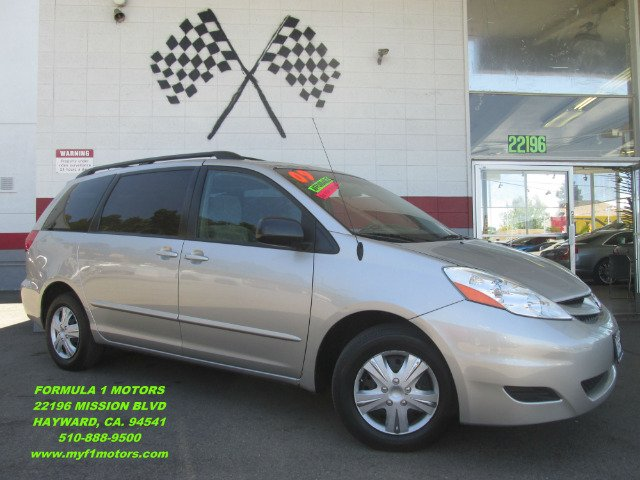 2009 TOYOTA SIENNA LE 8-PASSENGER MINI VAN 4DR silver this is the perfect family van this toyota