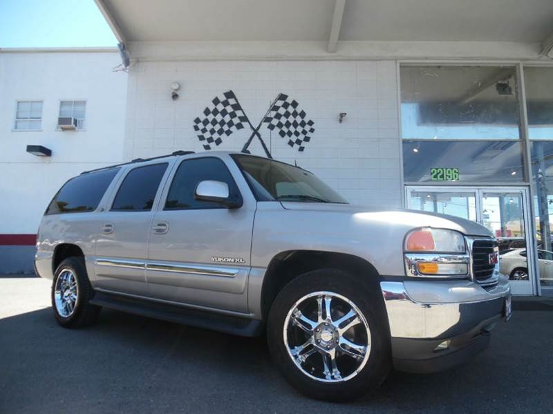 2005 GMC YUKON XL 1500 SLT 4WD 4DR SUV gray this car is a great buy has a moonroof and a dvd p