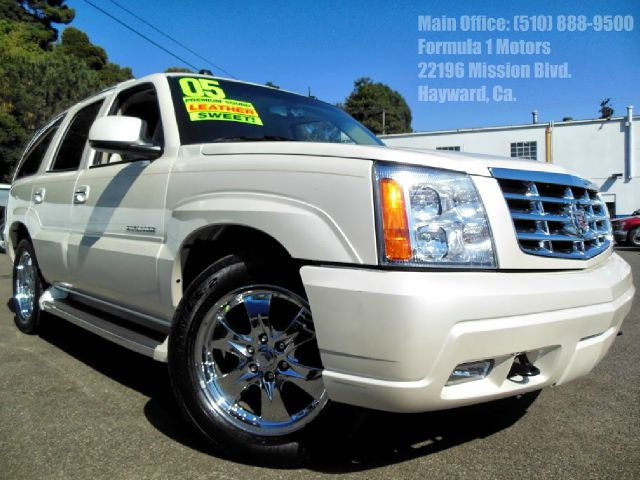 2005 CADILLAC ESCALADE AWD pearl white 60l v8 automatic awd tow package power seats 4wdawdab