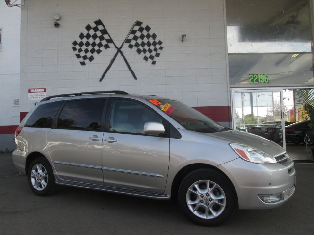 2005 TOYOTA SIENNA XLE LIMITED 7 PASSENGER AWD 4DR silver loaded - leather - moon roof - navigatio